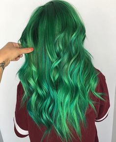 Trendy hair color crazy pastel tips 52 ideas Green Wig, Green Hair Colors, Mint Green Hair, Green Nails, Emerald Green, Hairstyles With Bangs, Cool Hairstyles, Pulp Riot Hair Color, Coloured Hair
