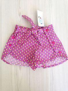 Short Fiesta - Pavão Baby Girl Fashion, Kids Fashion, Little Girl Dresses, Girls Dresses, Baby Frocks Designs, Chor, Cute Shorts, Short Girls, Kids Wear