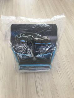 - je vhodný ako školská taška pre prváčikov ZŠ, pričom svojimi parametrami vydrží počas celého I. stupňa ZŠ - anatomicky tvarovaný chrbát obsahuje priedušný systém Air Flow - nastaviteľné vystužené a anatomicky tvarované ramenné popruhy s prídavnými spevňovacími popruhmi v hornej časti školskej tašky Super Cars, Container
