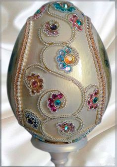 Egg Crafts, Easter Crafts, Christmas Crafts, Arts And Crafts, Christmas Ornaments, Hobbies And Crafts, Types Of Eggs, Incredible Eggs, Egg Shell Art