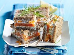 Découvrez la recette Bouchées à la truite fumée sur cuisineactuelle.fr.