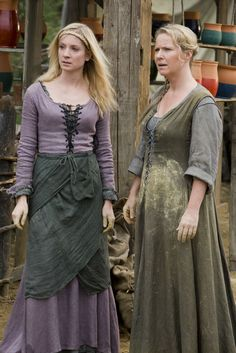 Kate and her mum from the BBC Robin Hood - lose the green apron thingy, and that would be a nice lavender medieval dress :) Renaissance Clothing, Medieval Fashion, Historical Clothing, Medieval Peasant Clothing, Medieval Costume, Medieval Dress, Robin Hood Bbc, Fantasy Costumes, Creations