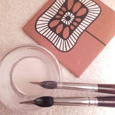 La semplicità è la cosa piú bella.#cuerdaseca #fattoamanoconamore #maiolica #ceramicartistica Miniatures, Bella, Tableware, Paper, Instagram, Draw, Painted Tiles, Creativity, Paintings