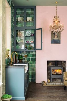 Great green kitchen green tile deep - Best Decoration ideas for the home Devol Kitchens, Home Kitchens, Pink Kitchens, Country Kitchens, Retro Home Decor, Cuisines Design, New Kitchen, Kitchen Ideas, Kitchen Small