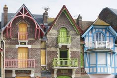 Bon Plan Voyage, French Architecture, Bons Plans, Cabin, Mansions, House Styles, City, Places, Guide