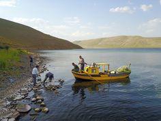 Türkiye'nin en yüksek rakımlı gölü  olan Ağrı'daki Balık Gölü; manzarası,  balık türleri ve çeşitli kuşları  barındıran adalarıyla ilgi çekiyor.