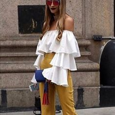 Ombro a Ombro! Babados! Cintura Alta! Amarelo!Trend! Detalhes! Milan Fashion Week! @modaeconsultoria #trend #claudiamanhaes #fashion2b #estilo #mfw
