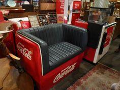 Vintage Coca Cola Cooler Furniture - Coca Cola - Idea of Coca Cola Coca Cola Cooler, Coca Cola Ad, Always Coca Cola, World Of Coca Cola, Coca Cola Bottles, Coca Cola Vintage, Coke Machine, Coca Cola Decor, Coca Cola Kitchen