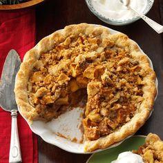 Caramel Apple Pie with Streusel Topping - Taste of Home Cranberry Pie, Pumpkin Pecan Pie, Lime Pie Recipe, Apple Pie Recipes, Apple Pies, Apple Desserts, Fun Desserts, Baking Recipes, Delicious Desserts