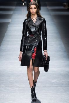 Versace - MFW Fall/Winter 2016-2017 - so-sophisticated.com