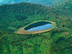 Laguna Verde, a crater lake in Ahuachapán, El Salvador (by BUENA ONDA 78).