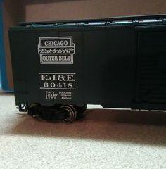 EJ&E 40' aar box car.Dark green #Athearn