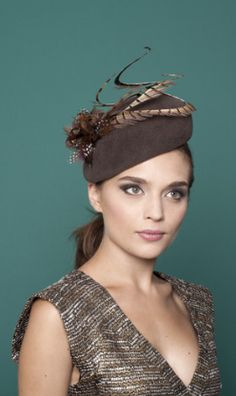 Gina Foster Millinery, A/W 2015. #passion4hats Gina Foster hats are my favourites, her designs are gorgeous always, a gift of any one would be wonderful. Good feathers on this one.