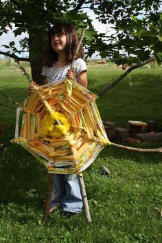 Stick weaving nature craft for kids. What an excellent way to get kids outside twigandtoadstool.blogspot.com