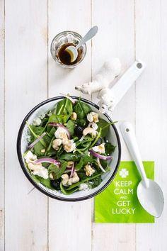 Supersnelle spinazie-salade met feta & honingdressing