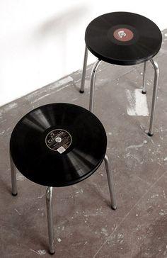 vintages réalisés à partir de disques vinyles Vintage chairs made with old vinyles! They rock!Vintage chairs made with old vinyles! They rock! Banco Vintage, Vintage Stool, Vintage Chairs, Vintage Industrial, Kitchen Industrial, Handmade Home Decor, Diy Home Decor, Room Decor, Diy Recycling