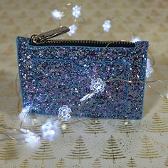 This super stylish and textured coin purse is the perfect mini and versatile accessory that will fit perfectly in your party-perfect clutch bag. #pampeli #purse #coinpurse #partytime #style