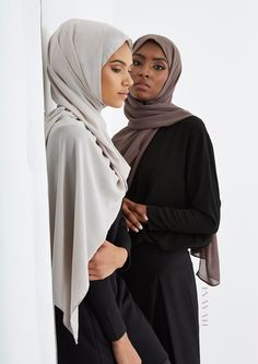 INAYAH | At INAYAH, we know how important it is to feel confident with your hijab styles so the majority of our Soft Crepe Hijabs are available in 3 sizes: Maxi, Regular and Square. This allows for versatile and personalised hijab styling - Light Mushroom Soft Crepe #Hijab - Maxi + Dusty Ash Soft Crepe Hijab - Regular - www.inayah.co