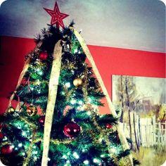 Bradul de Craciun la Vila Alpin Straja Christmas Tree, Holiday Decor, Home Decor, Teal Christmas Tree, Homemade Home Decor, Xmas Trees, Interior Design, Christmas Trees, Home Interiors