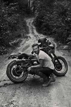 David Beckham, soccer/football Athlete, getting dirty with his Triumph Scrambler. [ more photos for the ladies ] Triumph Bonneville T100, Triumph Scrambler, Scrambler Motorcycle, Triumph Motorcycles, Women Motorcycle, Motorcycle Helmets, Honda Bobber, Classic Motorcycle, Honda Cb750