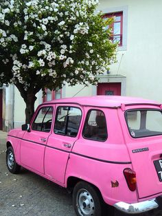 How does a bright pink Renault take your fancy? Pink Color, Pink Purple, Hot Pink, Bright Pink, Citroen Ds, Pink Love, Pretty In Pink, Pink Ferrari, Pink Truck