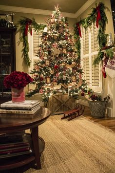 Red, Silver and Jute Ribbon Christmas Tree. This Christmas tree decor adds to a cozy and rustic feel to the space. Especially love the traditional look and the wooden crate as the Christmas tree stand. Noel Christmas, Winter Christmas, All Things Christmas, Christmas Photos, Christmas Lights, Christmas Ideas, Canada Christmas, Christmas Cactus, Christmas Tree Holder