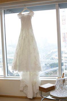 Vestido de Noiva estilo romântico em renda com manga delicada e cauda. Foto: Irit
