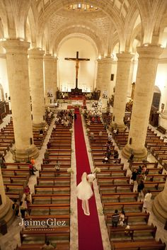 Lovely wedding that took place in the majestic Cathedral of Merida, Yucatan built in 1561. ♥ yucatan cathedral wedding in mexico, real wedding -   #Merida, #Yucatanweddings #weddingphotos #catholicweddings
