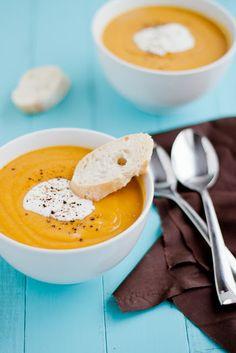 Soupe aux patates douces, au carry et aux lentilles (en anglais)