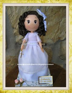 Fofucha niña personalizada, vestido de comunión en goma eva.