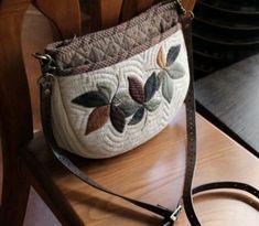 퀼트도안 : 네이버 블로그 Japanese Patchwork, Japanese Bag, Japanese Quilts, Patchwork Bags, Quilted Bag, Work Handbag, Linen Bag, Fabric Bags, Cotton Bag