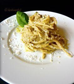 Spaghetti al pesto di melanzane e mandorle