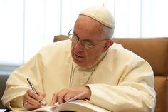 El Papa a Periodista Detractor: Tambi´en las críticas ayudan. El próximo 13 de marzo se cumplen tres años de la elección deFranciscocomo Papay no han faltado pasiones encontradas entre quienes siguen la información del Vaticano. Es un pontificado que produ…