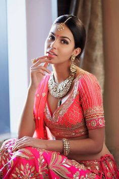 Coral and pink Indian Bridal Fashion, Indian Bridal Wear, Indian Wedding Outfits, Indian Outfits, Bride Indian, Indian Attire, Indian Ethnic Wear, Ethnic Fashion, Asian Fashion