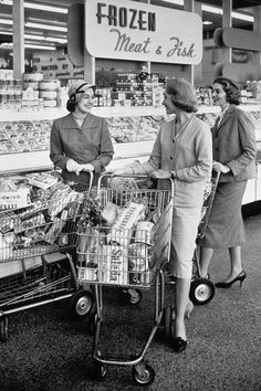 Three Women Talking In Frozen Food Aisle Of Supermarket, Vintage Photographs, Vintage Photos, Old School Film, Supermarket, Powerful Pictures, Senior Home Care, History Photos, Art History, Before Us