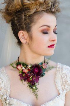 Beautiful flower necklace An Urban Secret Garden – Stunning Autumn Wedding Inspiration Autumn Wedding, Red Wedding, Floral Wedding, Wedding Flowers, Garden Wedding, Fall Bouquets, Wedding Bouquets, Collier Floral, Floral Necklace