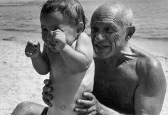 Picasso et son fils Claude, Golfe-Juan, 1948    http://monblog75.blogspot.fr/search/label/Photos%3A%20Robert%20Capa