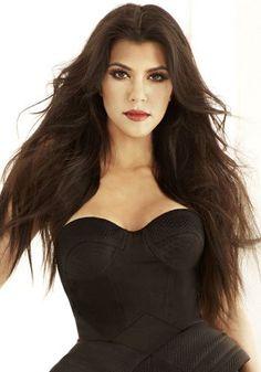 Kourtney Kardashian is beautiful in red lipstick! #celenrity #koutneykardashian #stealtheirstyle