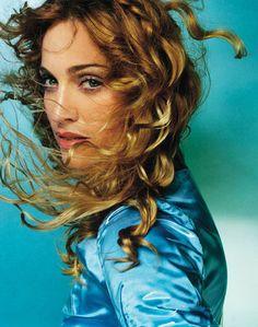 Una de las fotos mas famosas de Madonna captado por el lente de Mario Testino. 1997