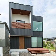 スカイラウンジ Garage Doors, Lounge, House Design, Japan, Spaces, Mansions, House Styles, Outdoor Decor, Home Decor