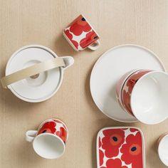 White Oiva Plate by Marimekko Classic Dinner Plates, Marimekko Fabric, Scandinavia Design, Kitchenware, Tableware, Stoneware Mugs, Bold Prints, Good Company, Kitchen Styling
