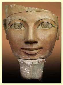 Statue de la reine Hatchepsout. Deir el-Bahari. Calcaire peint, 61cm. XVIIIè dynastie. Le Caire. (Site Egypte antique