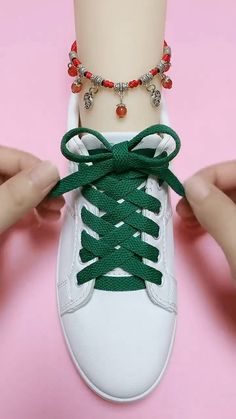 Ways To Lace Shoes, How To Tie Shoes, Shoelace Patterns, Ways To Tie Shoelaces, Shoe Lacing Techniques, Hand Crafts For Kids, Diy Fashion Hacks, Creative Shoes, Clothing Hacks