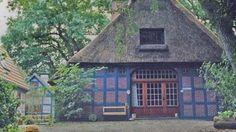 Seminarhaus Ohlenbusch | Wir heißen Sie auf der originalen Hofanlage im schwimmenden Land von Waakhausen auf einem 11.000 qm großen Anwesen nahe Worpswede herzlich Willkommen. Genießen Sie diesen stillen, romantischen Ort der Kraft und der Begegnung mit reizvollem Innenleben - wie zum Wohlfühlen gemacht. Eine geräumige Diele in bäuerlichem Ambiente dient als Eßraum und ist für Round-table-Gespräche gut geeignet.