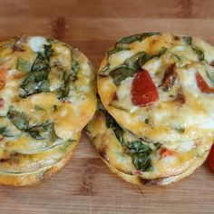 Low Carb Egg Breakfast Muffins Minutes, Vegetarian) Delicious and Healthy Breakfast Egg Muffins. Low carb and high in protein. Perfect as a full meal or filling snack. Healthy Vegetarian Breakfast, Healthy Muffins, Low Carb Breakfast, High Protein Healthy Breakfast, Breakfast Egg Muffins, Egg White Muffins, Pancakes Protein, Low Carb Egg Muffins, Egg Muffin Cups