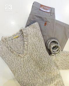Jersey de lana, pantalón Votre Nom y pulseras plateadas en #23CB Lagasca 83. www.facebook.com/23CBCristinaBarrilero