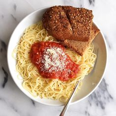 classic spaghetti and meat sauce with a toasted onion-garlic baguette (pinterest @softcoffee)