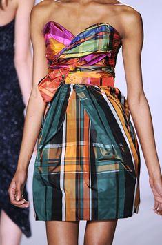 Isaac Mizrahi at New York Fashion Week Fall 2009 - Details Runway Photos Tartan Fashion, Look Fashion, Fashion Details, High Fashion, Fashion Design, Couture Details, Tweed, Tartan Dress, Tartan Plaid