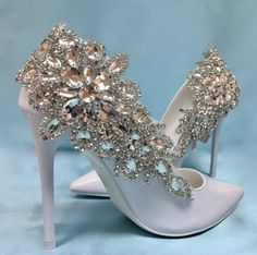 Wedding Shoe Accessory, Shoe Clips These elegant shoe clips are filled with charm and sparkle. Transform an inexpensive pair of shoes into something that looks like you paid thousands for! Clips measures 9 x 3 inches. Sparkly Wedding Shoes, Bridal Wedding Shoes, Wedding Boots, Wedding Jewelry, Boho Wedding, Casual Wedding, Trendy Wedding, Fancy Shoes, Me Too Shoes