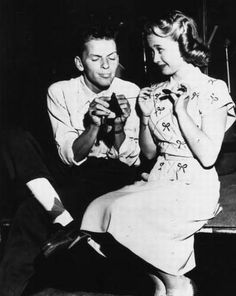 Frank Sinatra helping Jane Powell with her knitting in 1947.